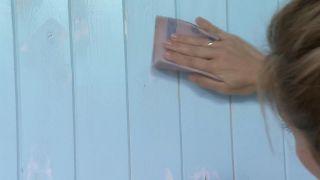Couvrir le grain, les trous et les imperfections du bois avec une peinture mal couvrante étape 3