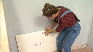Transformez une pièce en chambre d'enfant simple et cosy avec la frise bleue étape 3