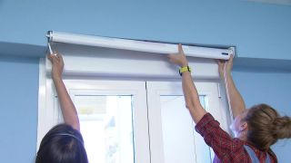 Transformez une pièce en chambre d'enfant simple et cosy avec une frise bleue étape 7