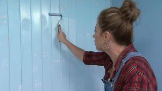 Transformez une pièce en chambre d'enfant simple et cosy avec une frise bleue étape 6