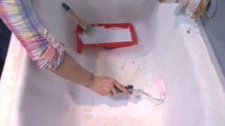 Comment peindre une baignoire détériorée Étape 2