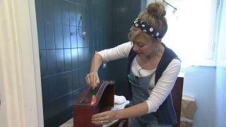 Comment décorer une élégante salle de bain bleue Étape 6
