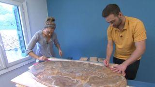 Comment faire un comptoir de palette peint pour une vieille table de salon Étape 2