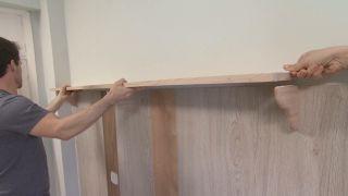 Chambre jaune avec frise en bois étape 7
