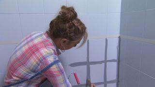 Salle de bain tricolore en gris étape 2