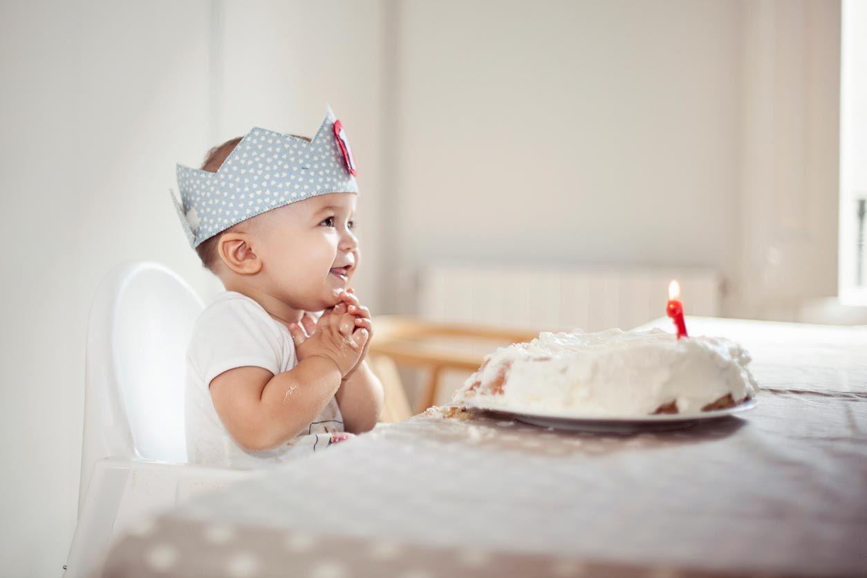 Comment faire des couronnes d'anniversaire en tissu à motif sans couture