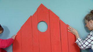 Décorez la chambre des enfants country avec une tête de lit rouge - étape 8