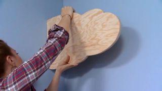 décorer une chambre d'enfants avec un bureau et une frise en bois - étape 9