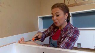 décorer une chambre d'enfants avec un bureau et une frise en bois - étape 1