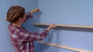 décorer une chambre d'enfants avec un bureau et une frise en bois - étape 5