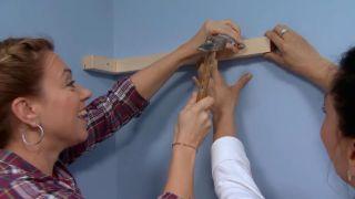 décorer une chambre d'enfants avec un bureau et une frise en bois - étape 8