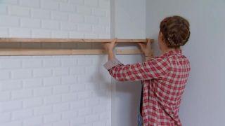 Décorer le salon avec cuisine ouverte en bois - étape 6
