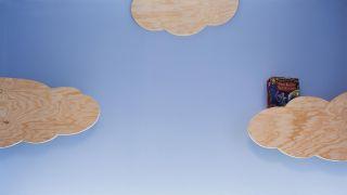 Créez des étagères en bois en forme de nuage
