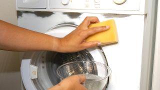 Peindre une machine à laver d'une couleur métallique