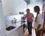 Intégrez un salon coloré avec une cuisine
