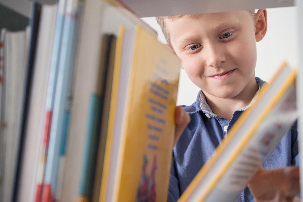 Étagères et étagères fonctionnelles pour les chambres d'enfants.