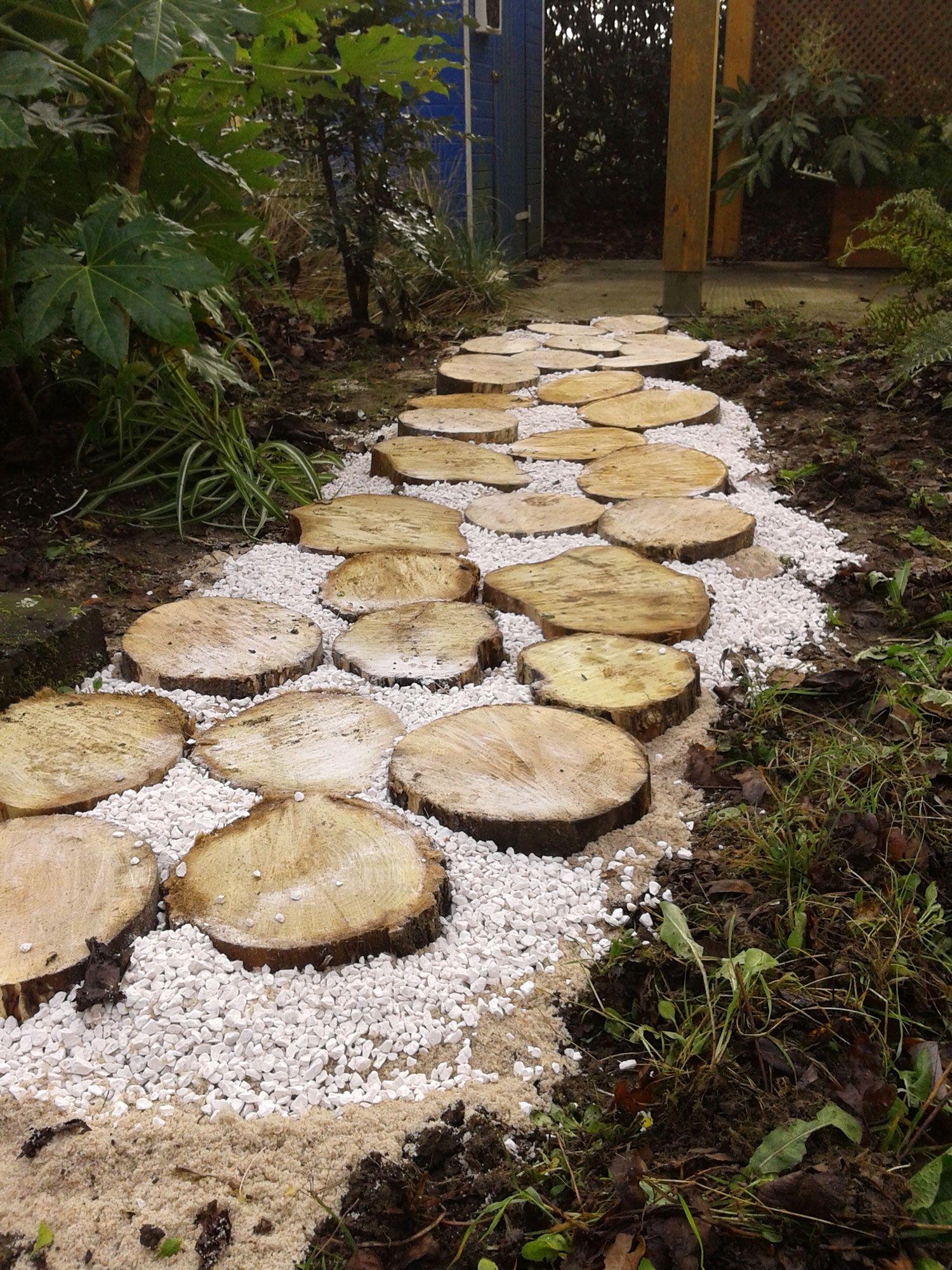 Tracez un chemin avec des cercles en bois