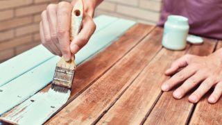 Erreurs courantes lors de la peinture de meubles en bois