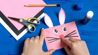 Comment faire une enveloppe de lapin Étape 6