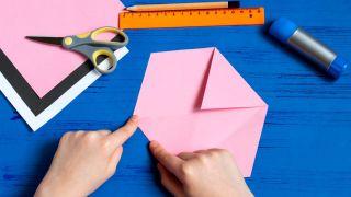 Comment faire une enveloppe de lapin Étape 3