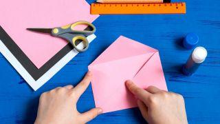 Comment faire une enveloppe de lapin Étape 4