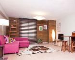 Transformez le salon en salon spacieux et chaleureux