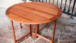 Mettre en place une table d'extérieur