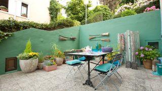 Terrasse fraîche avec une touche méditerranéenne