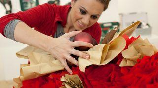 Étape par étape pour décorer une cheminée et une couronne de Noël - Étape 17