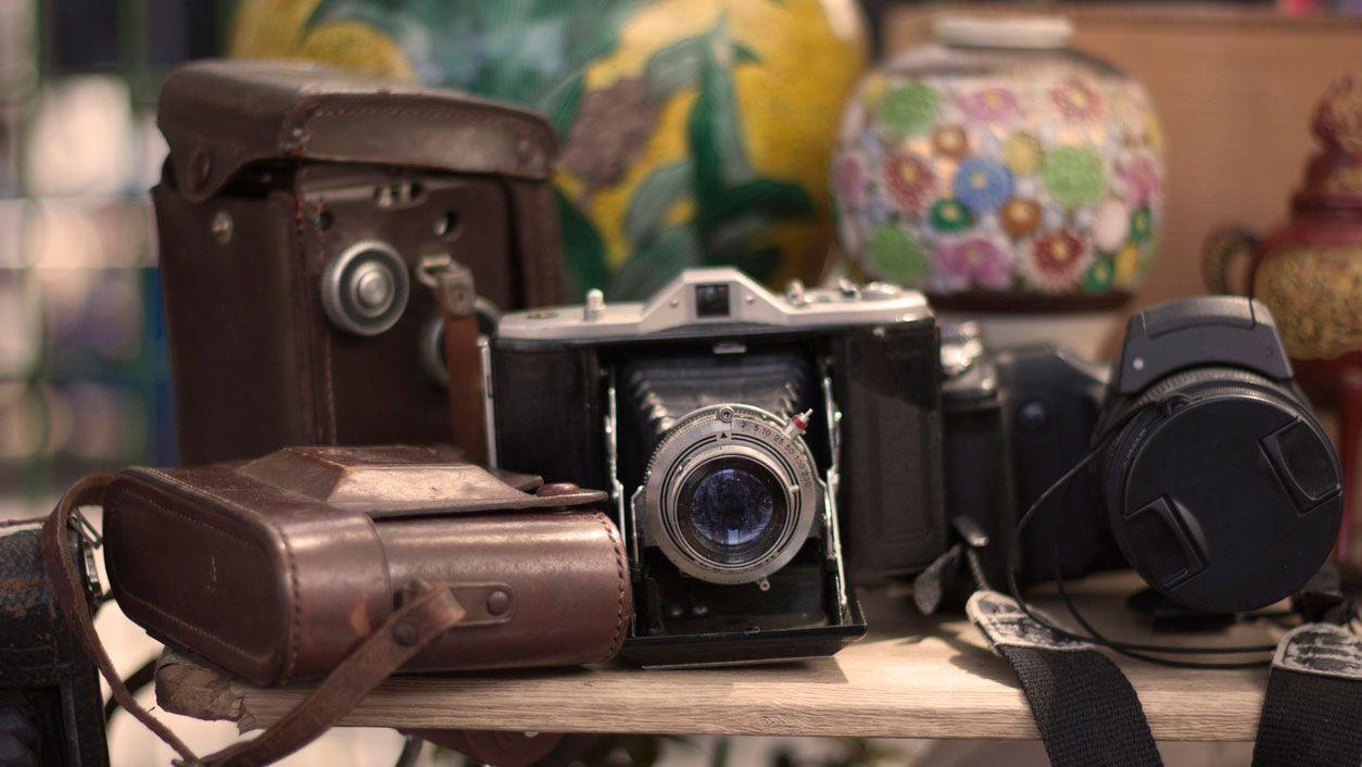 Appareils photo analogiques pour décorer un magasin vintage