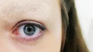 Comment couvrir le sourcil avec du maquillage - étape 4