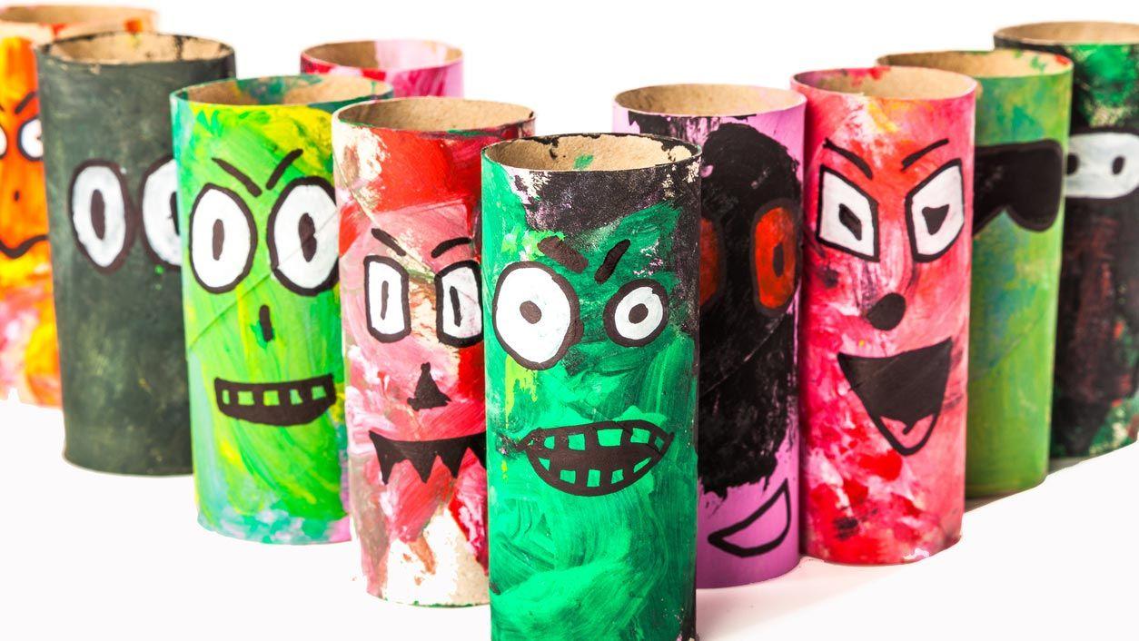 Zombies avec le carton de papier toilette