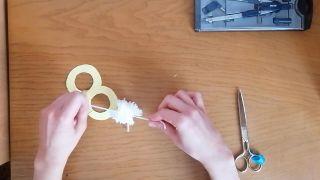 Comment faire un pompon en laine - Étape 9