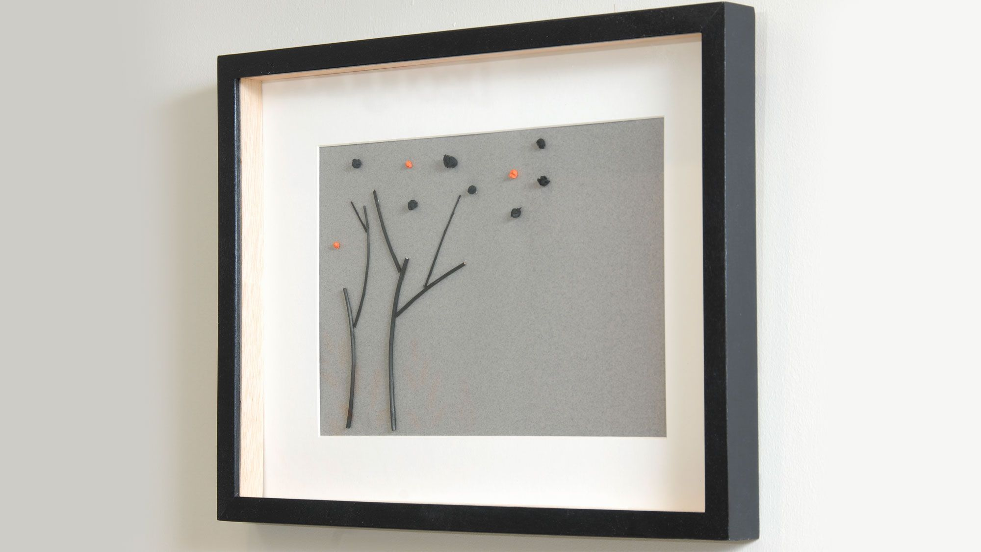 Cadre avec branches et papier