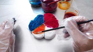 Comment faire une chemise hippie style tie-dye Étape 2