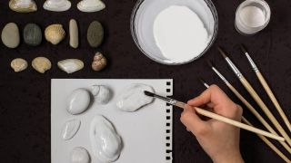 Comment peindre des coquilles et des pierres avec le pointillisme - Étape 1