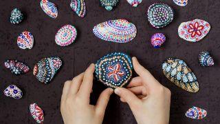 Comment peindre des coquilles et des pierres avec le pointillisme - Étape 3