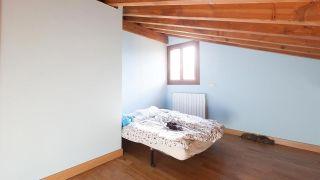 Chambre d'enfant mansardée lumineuse et personnalisée - Avant