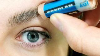 Comment couvrir les sourcils avec du maquillage - Étape 1