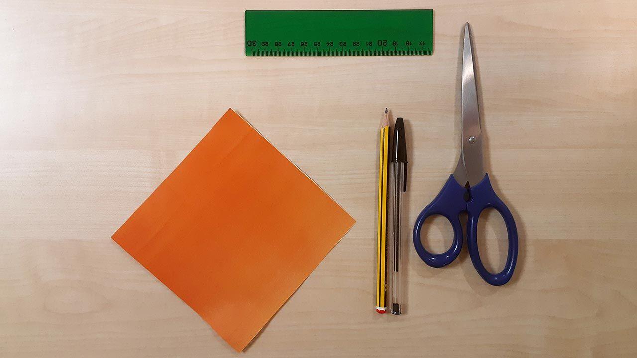 Matériaux pour fabriquer un chien Shiba Inu en origami