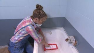 Comment peindre une baignoire détériorée Étape 1