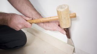 Comment poser un revêtement de sol stratifié sans adhésifs ni colles