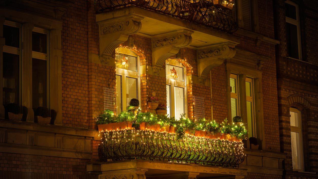 Bandes lumineuses à led pour décorer le balcon et la terrasse à Noël