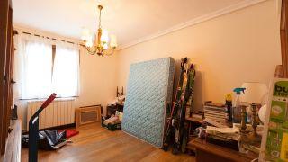 chambre industrielle avec mobilier recyclé - avant