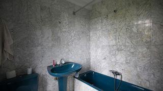 Décorer une salle de bain lumineuse sans faire de travaux - Avant