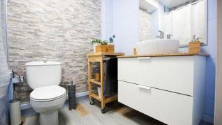 Salle de bain rustique et lumineuse