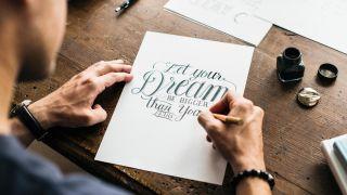 Apprendre le lettrage: les clés pour faire de la calligraphie créative