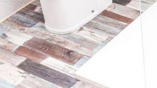 Placer des lattes en PVC sur les sols de la salle de bain (zones difficiles)