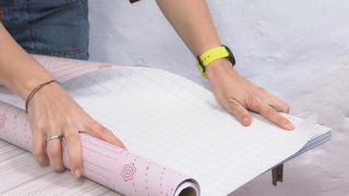 Comment tapisser un placard avec du vinyle - Étape 2
