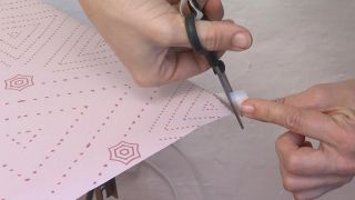 Comment tapisser un placard avec du vinyle - Étape 5